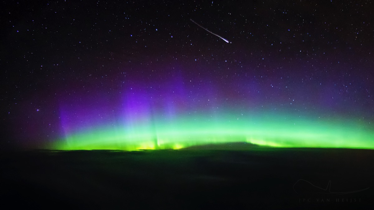 aurora-shooting-star